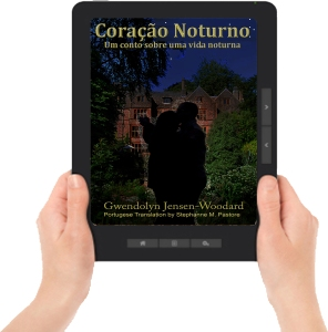 Heart of Night ereader with hands Portugese